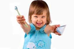 ребенок-чистит-зубы