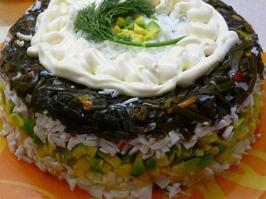 салат из авокадо и морской капусты
