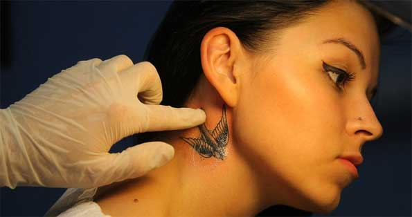 ухаживать за новой татуировкой