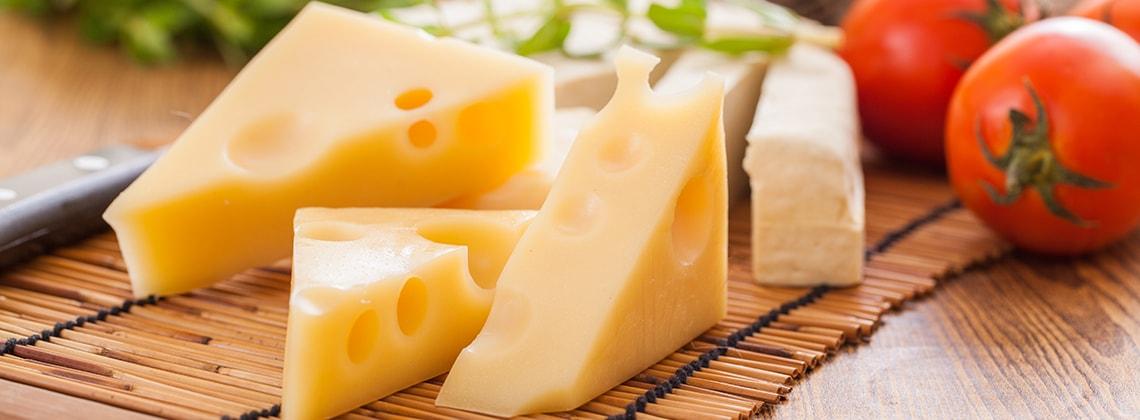 сыр в умеренных количествах